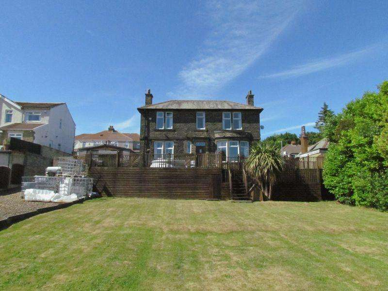 4 Bedrooms Detached House for sale in Wheatlands Drive, Bradford