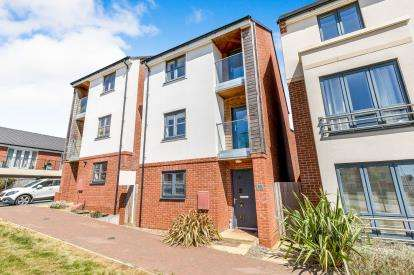 4 Bedrooms Detached House for sale in Lower Lodge Avenue, Rugby, Warwickshire