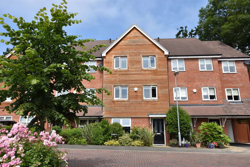 4 Bedrooms Terraced House for sale in Ennerdale Drive, Watford