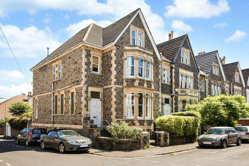 6 Bedrooms Semi Detached House for sale in Manor Park, Bristol