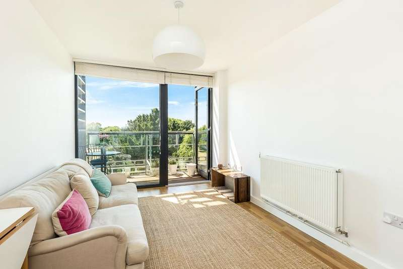 1 Bedroom Flat for sale in Bloemfontein Road, Shepherds Bush, London, W12