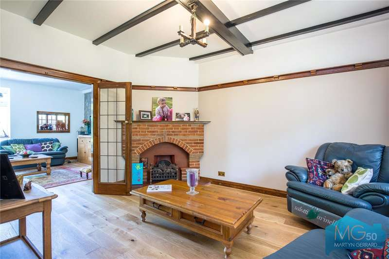 4 Bedrooms Semi Detached House for sale in Greenway, Southgate, London, N14