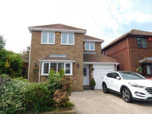 4 Bedrooms Detached House for sale in Papenburg Road, Canvey Island, Essex, SS8 9PW