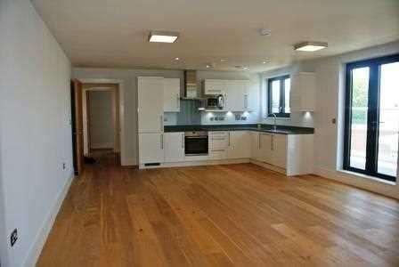 3 Bedrooms Apartment Flat for sale in Kilburn Park Road, London
