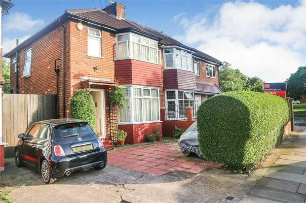 3 Bedrooms Semi Detached House for sale in Pennine Drive, London