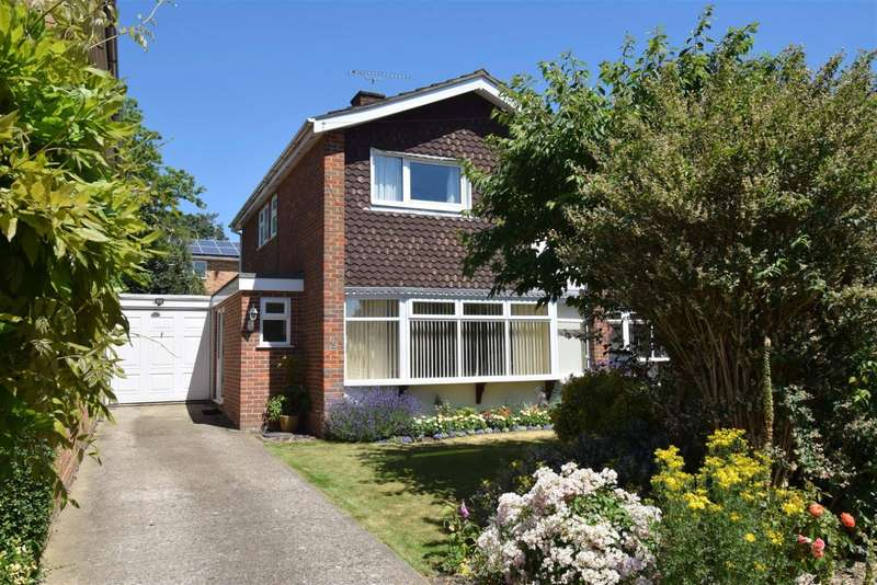 3 Bedrooms Detached House for sale in St. Peter's Close, Burnham, SL1