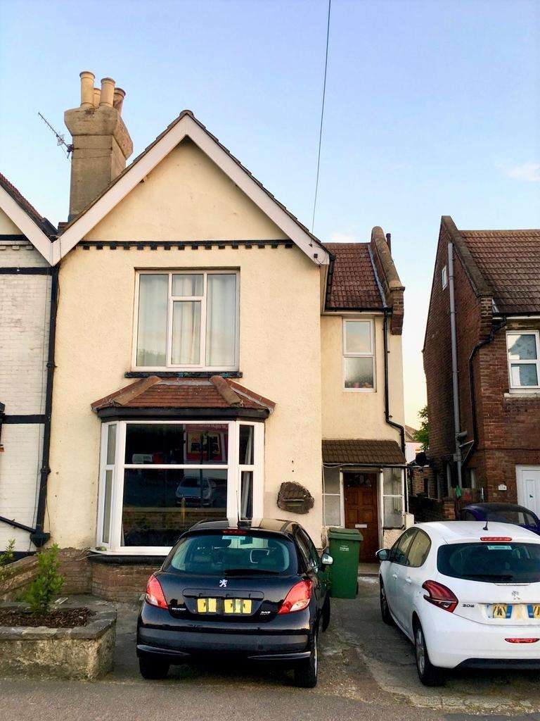 3 Bedrooms Semi Detached House for sale in Bexhill Road, St Leonards- On-Sea