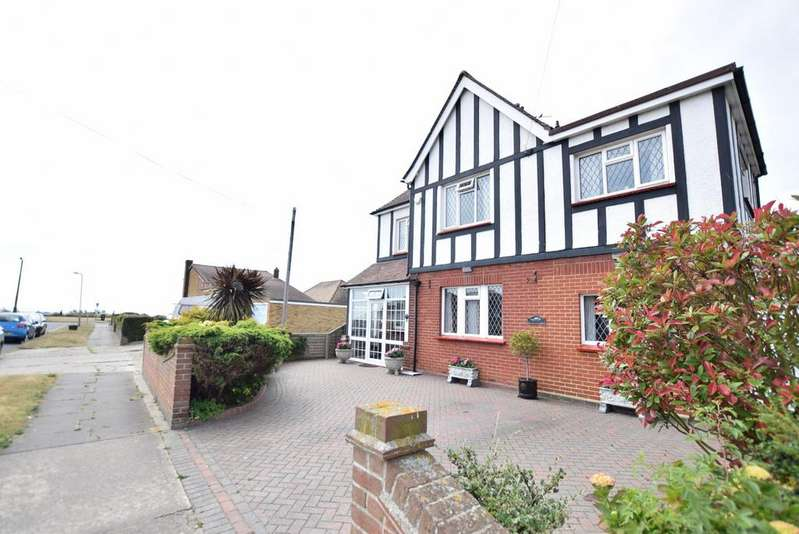 5 Bedrooms Detached House for sale in Third Avenue, Clacton-on-Sea