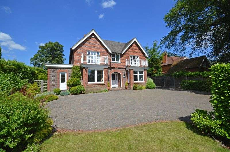 5 Bedrooms Property for sale in Crossways Road Grayshott, Hindhead