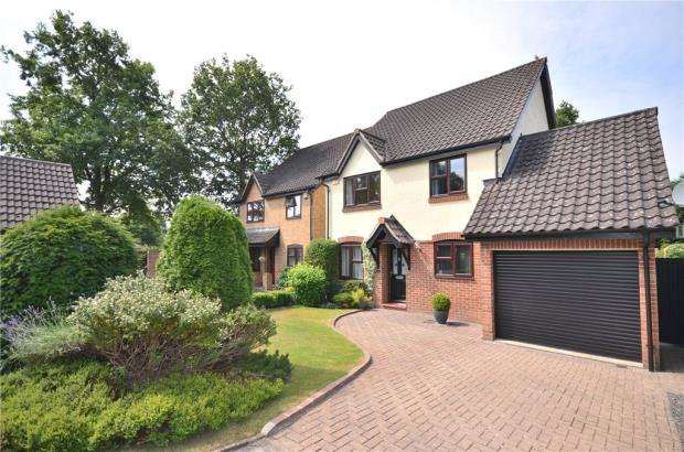4 Bedrooms Detached House for sale in Wyvern Close, Bracknell, Berkshire
