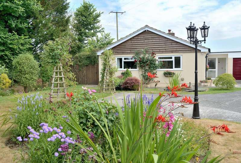 3 Bedrooms Bungalow for sale in Fairmead, Stour Row, Shafesbury, Dorset, SP7 0QW