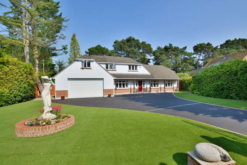 4 Bedrooms Detached Bungalow for sale in Golf Links Road, Ferndown