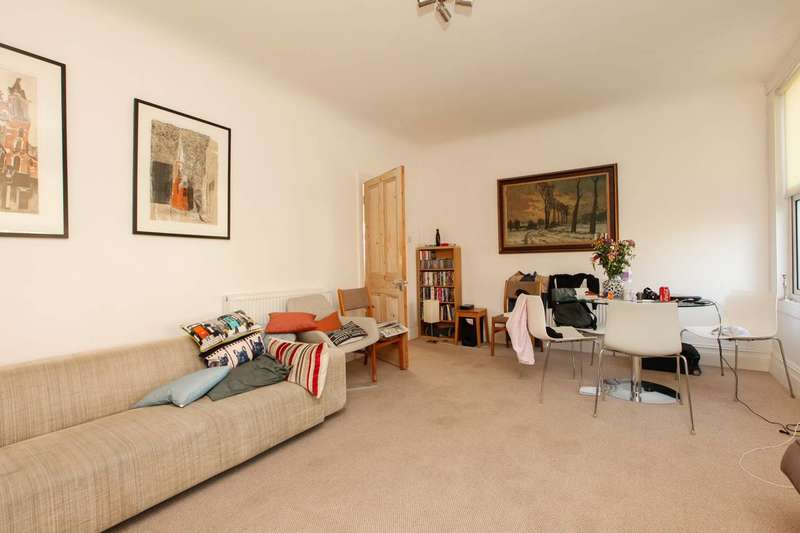 3 Bedrooms Flat for sale in Knatchbull Road, Camberwell, SE5