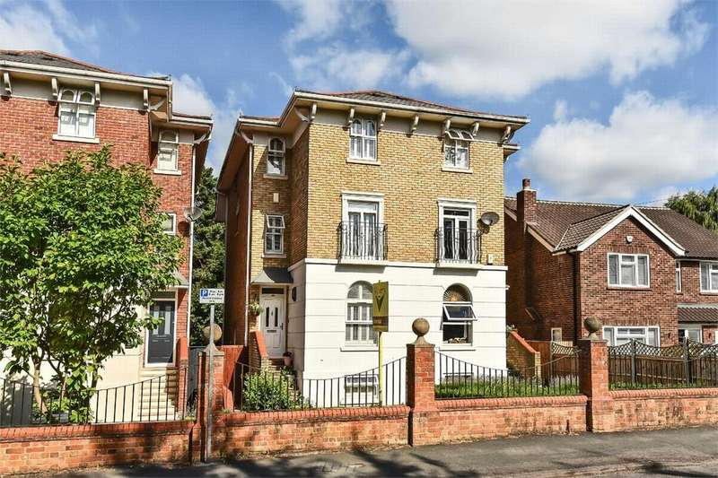 4 Bedrooms Town House for sale in Gordon Road, Camberley, Surrey