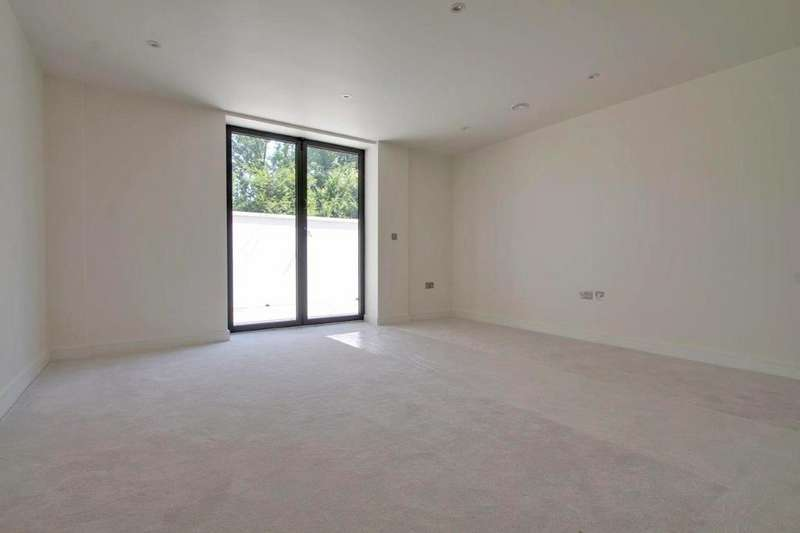 3 Bedrooms Apartment Flat for sale in Tenterden Grove, Hendon, NW4 1TD