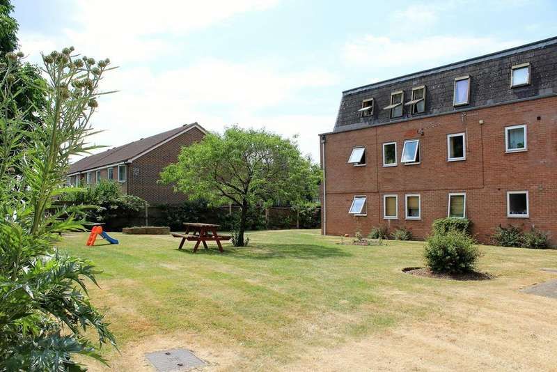 2 Bedrooms Flat for sale in Grove Court, Arlesey, SG15