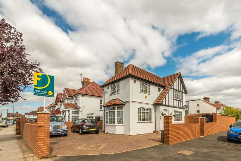 3 Bedrooms Semi Detached House for sale in The Crossways, Heston, TW5