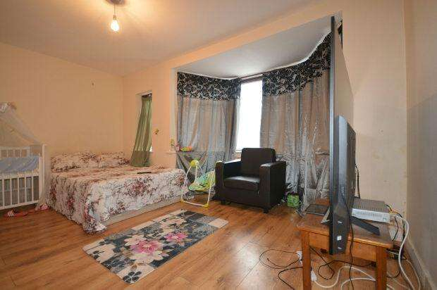 3 Bedrooms Terraced House for sale in Fawn Road, Plaistow, London