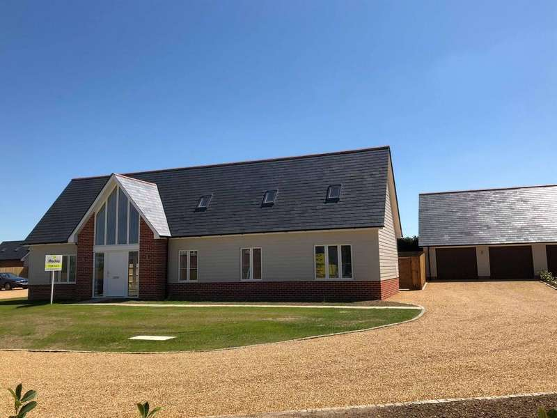4 Bedrooms Detached House for sale in Down Hall Road, Matching Green