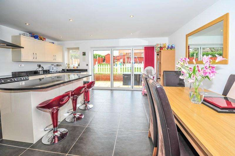 3 Bedrooms Detached House for sale in Sheringham Road, Branksome, Poole