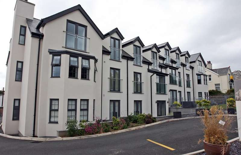 2 Bedrooms Apartment Flat for sale in Beach Road, Benllech, North Wales