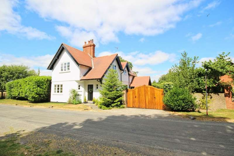 4 Bedrooms Lodge Character Property for sale in Rowley Road, Little Weighton, HU20