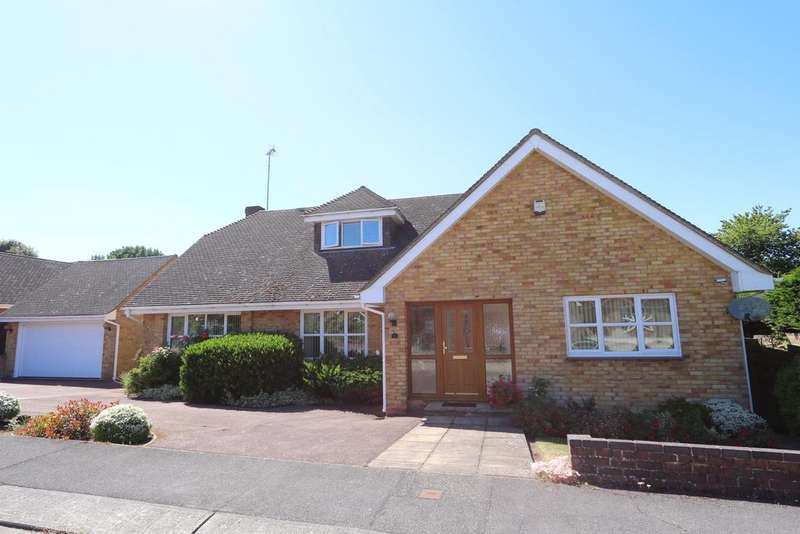 5 Bedrooms Detached House for sale in Cherrymeade, Thundersley SS7