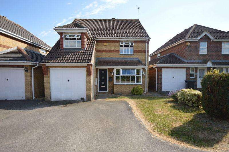 4 Bedrooms Detached House for sale in Arnald Way, Houghton Regis.