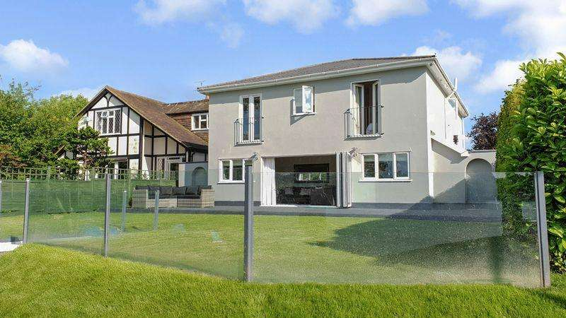 5 Bedrooms Detached House for sale in West Molesey
