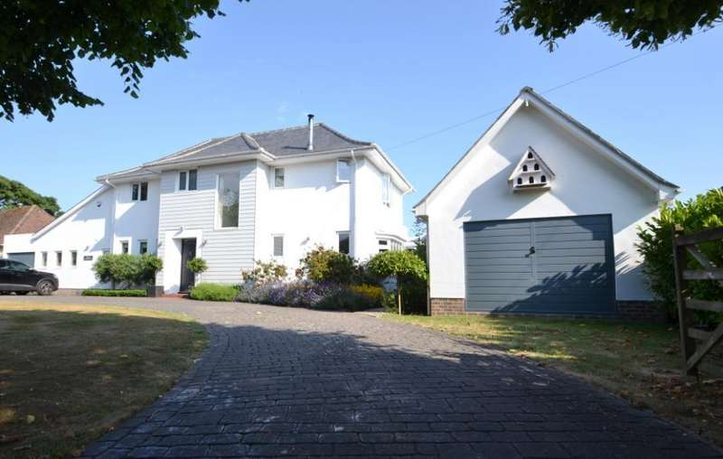 5 Bedrooms Detached House for sale in Ferringham Lane, Ferring, West Sussex, BN12 5NQ