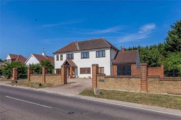 5 Bedrooms Detached House for sale in Epping Road, Roydon, Harlow, Essex