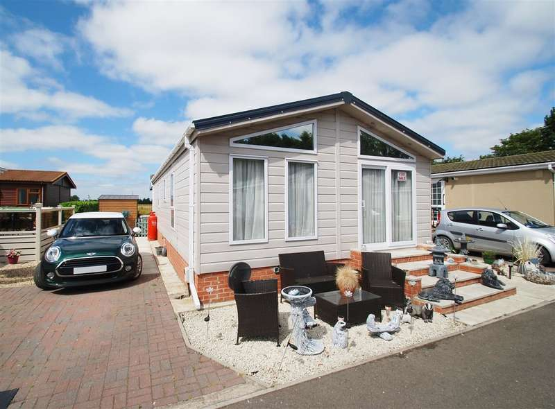2 Bedrooms Bungalow for sale in Melissa Lodge, Pear Tree Manor Park, Wainfleet