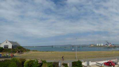 2 Bedrooms Terraced House for sale in Beach Road, Holyhead, Anglesey, ., LL65