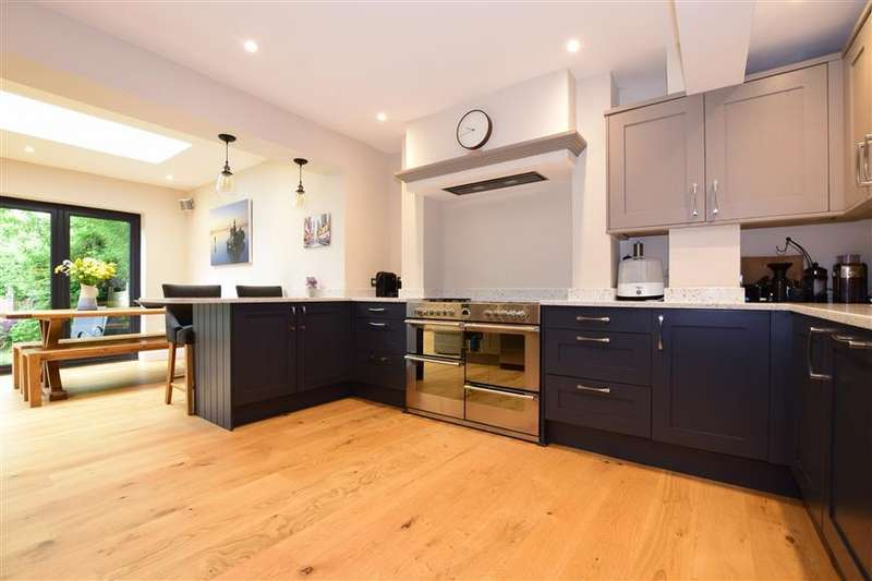 4 Bedrooms Semi Detached House for sale in Station Road, Petersfield, Hampshire