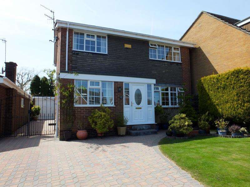 4 Bedrooms Detached House for sale in Burbage Close, Dronfield Woodhouse, S18 8ZE