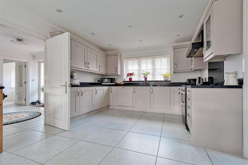 4 Bedrooms Detached House for sale in De Vere Place, Gosfield, Essex