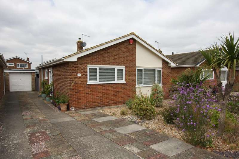 2 Bedrooms Detached Bungalow for sale in Cunningham Drive, Eastbourne BN23
