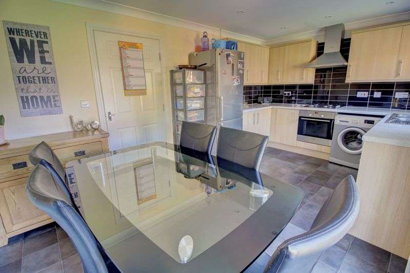 4 Bedrooms Property for sale in Brunswick Place, Heckmondwike