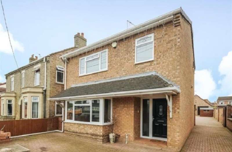 4 Bedrooms Detached House for sale in Broadway , Yaxley, Peterborough, Cambridgeshire. PE7 3NT