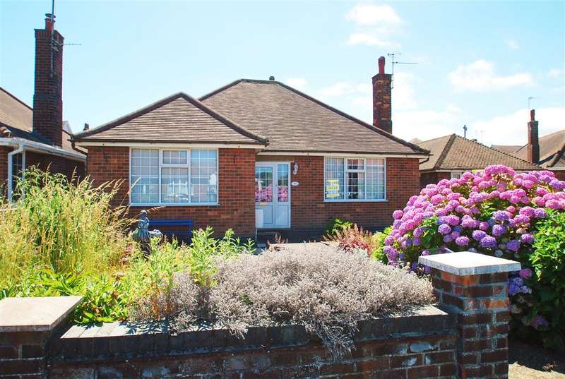 3 Bedrooms Bungalow for sale in Lumley Crescent, Skegness