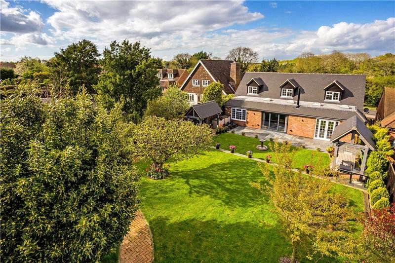 4 Bedrooms Detached House for sale in Coombe Lane, Naphill, High Wycombe, Buckinghamshire