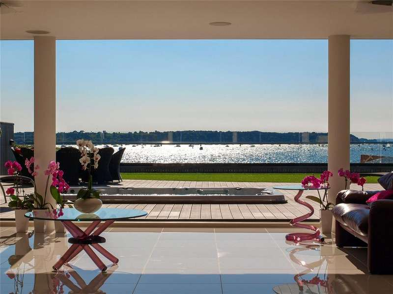 3 Bedrooms Apartment Flat for sale in Tides, 324 Sandbanks Road, Evening Hill, Poole, BH14
