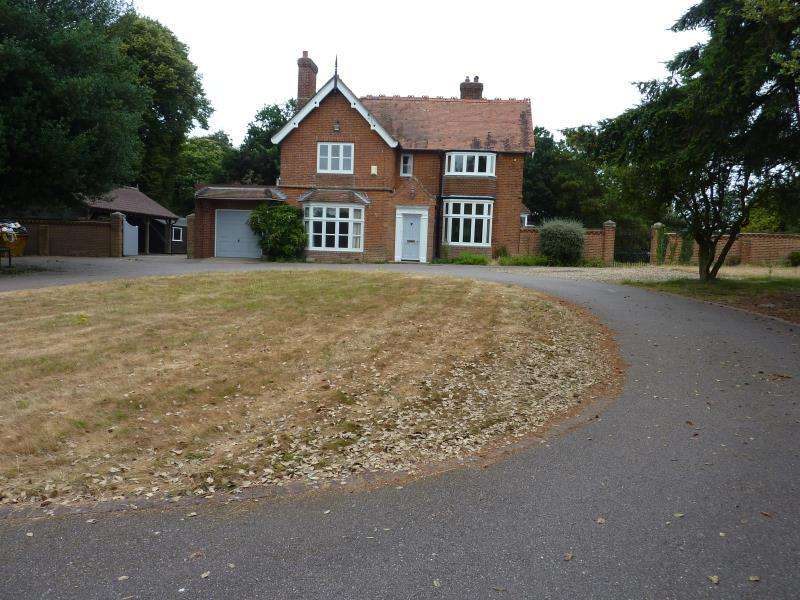 7 Bedrooms Detached House for sale in The Close, Barsham