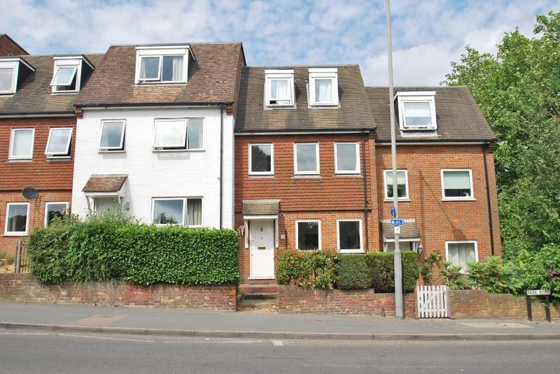 2 Bedrooms Maisonette Flat for sale in Avenue House, Park Road, Chesham, HP5