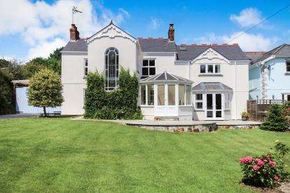 6 Bedrooms Detached House for sale in Polgooth, St Austell, Cornwall