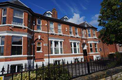 2 Bedrooms Flat for sale in Lyndhurst Court, Chorlton, Manchester, Greater Manchester