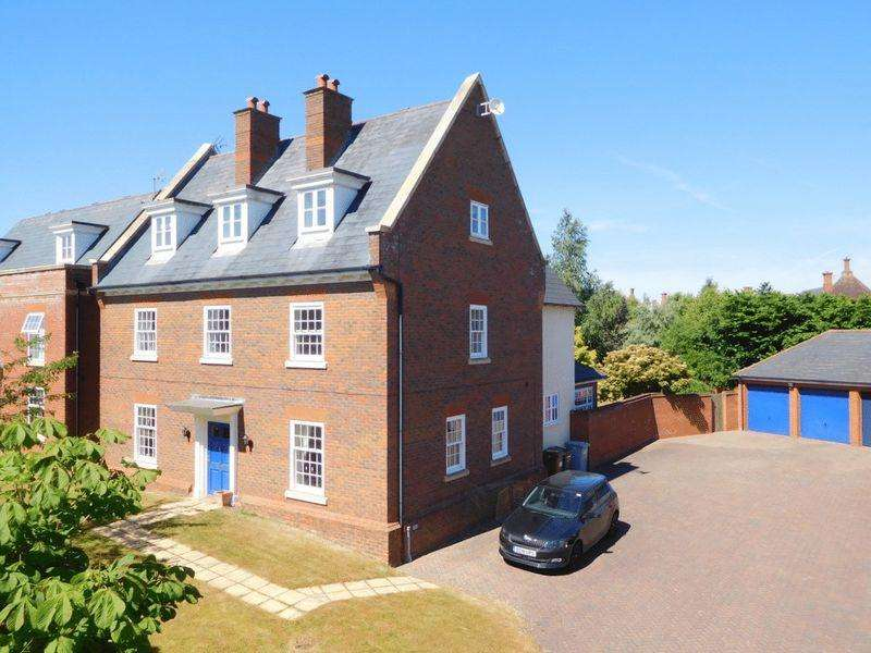 5 Bedrooms Detached House for sale in Abbeydale Close, Wychwood Park