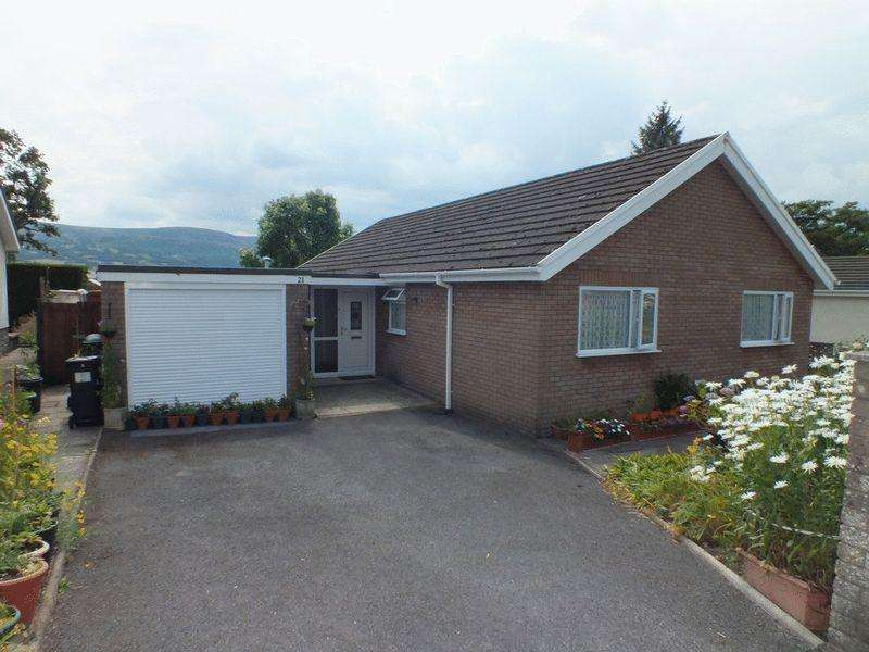 3 Bedrooms Detached Bungalow for sale in Oakfield Drive, Crickhowell
