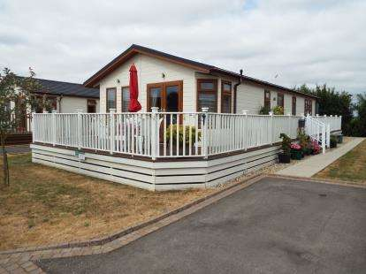 3 Bedrooms Mobile Home for sale in Stretham, Ely, Cambridgeshire