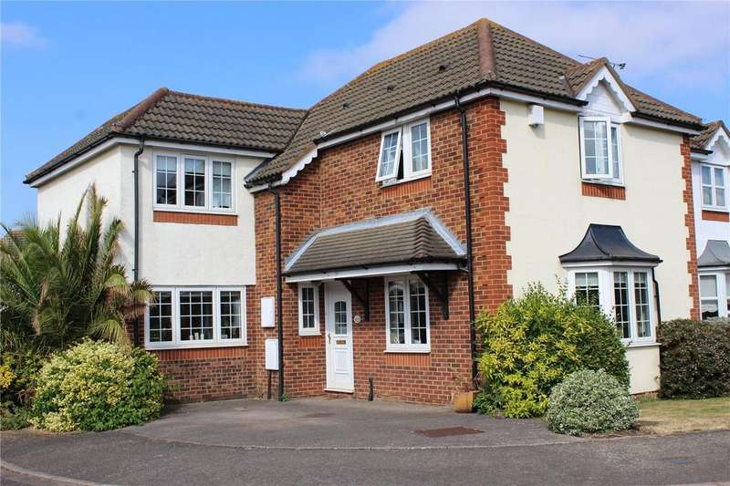 4 Bedrooms Detached House for sale in Pett Close, Hornchurch, RM11